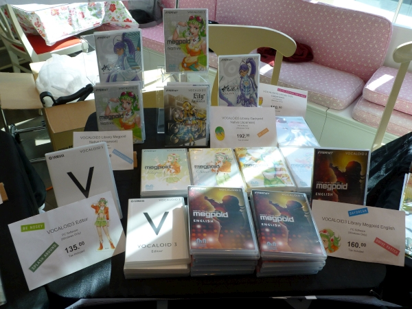 There were even various VOCALOID programs for sale, such as V3 GUMI, V3 Gakupo, Lily, CUL, and VOCALOID3 Editor.